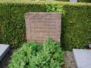 Foto 1 graf Albertus Jacobus Brunsveld Keiser en zijn vrouw Gine HR Groeneveld in Voorburg