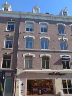 PC Hooftstraat 59. Hier woont Alexander Martinus Pareau met zijn vrouw Louisa Helene Schmidt van 1880 tot 1893. Foto complete gevel, augustus 2016