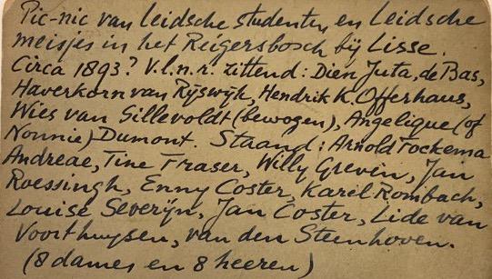 Achterkant foto met de 8 staande staande en zittende Leidse studenten en hun vriendinnen, circa 1893, Reijgersbosch bij Lisse