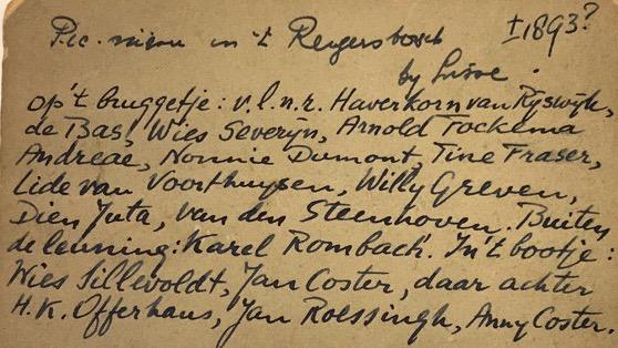 Achterkant met namen bij de foto van de Leidse studenten en hun vriendinnen op een bruggetje en in een bootje, circa 1893, Reijgersbosch bij Lisse