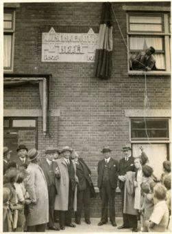 Onthulling van de gedenksteen ter gelegenheid van de oprichting van Mischkenot Israël in 1935